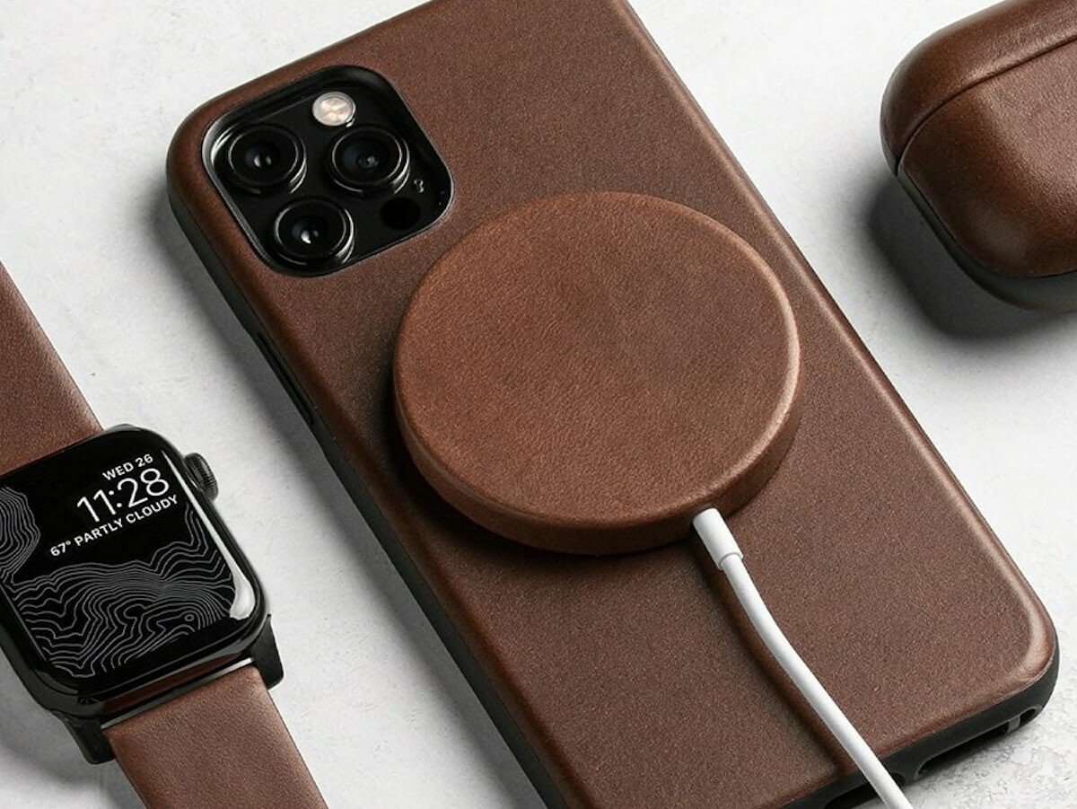 Nomad Leather MagSafe Cover features a classic leather exterior and a microfiber interior