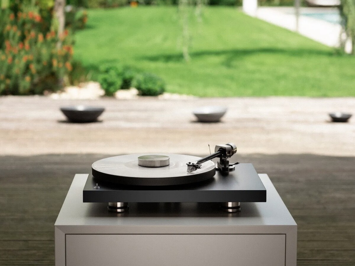 Pro-Ject Audio Systems Debut PRO elegant turntable has a new cartridge for robust sound