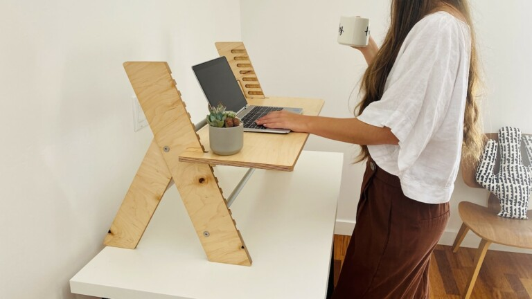 RLDH Alto X 24″ standing desk converter helps you relieve the stress of sitting all day