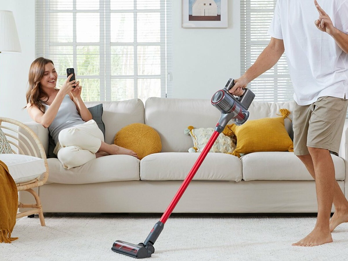 Roborock H7 Cordless Stick Vacuum Cleaner has a 90-minute runtime and fast recharge