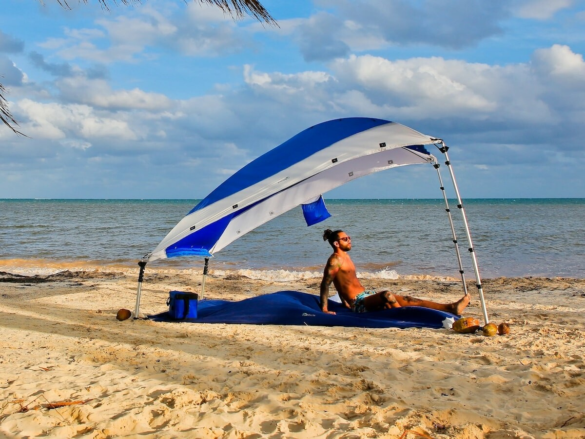 Shadeeco convertible sunshade & hammock is easy to carry with you and set up quickly