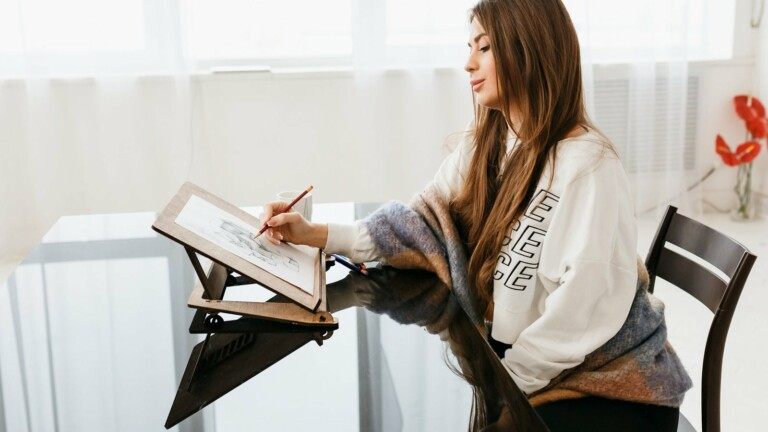 Solutions4lifeUA Portable Lap Easel is handmade and features polished Baltic plywood