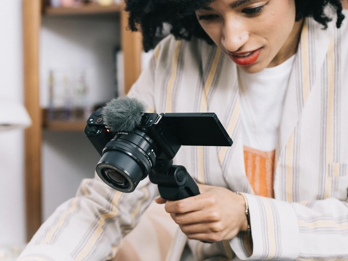 Sony ZV E10 vlog camera has interchangeable lenses for easy yet impressive videos