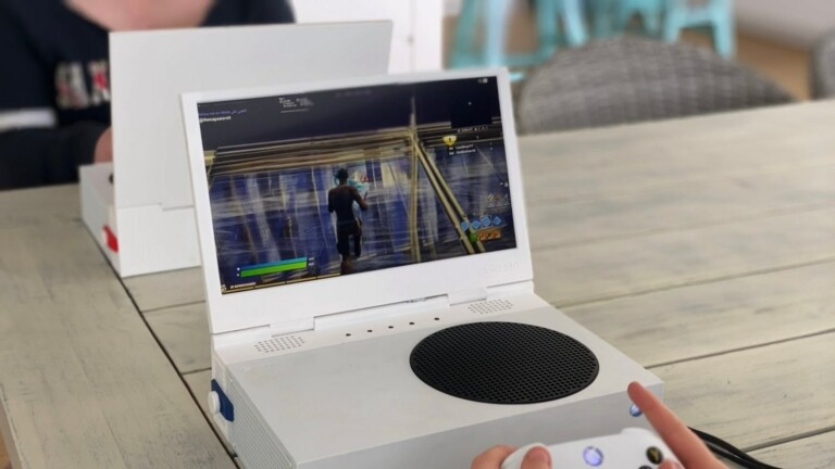 xScreen folding screen for Xbox Series S transforms your device into a laptop-like design