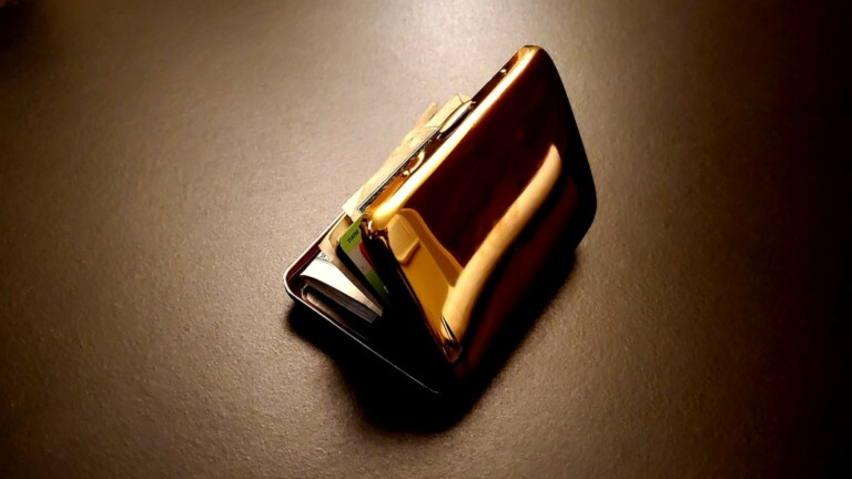 Copper Clean Wallet has a flashy look and self-sterilizing antimicrobial surface