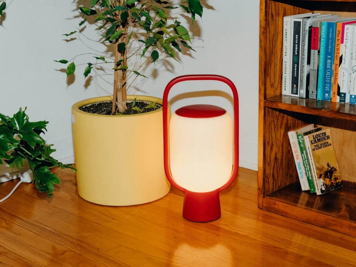 Gantri Kero nostalgic table lamp takes its inspiration from the classic kerosene lamp