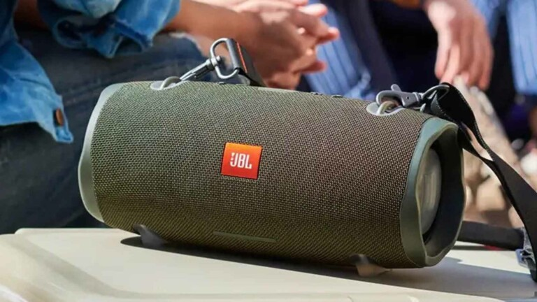 JBL Xtreme 2 portable Bluetooth speaker connects to up to 2 smartphones or tablets