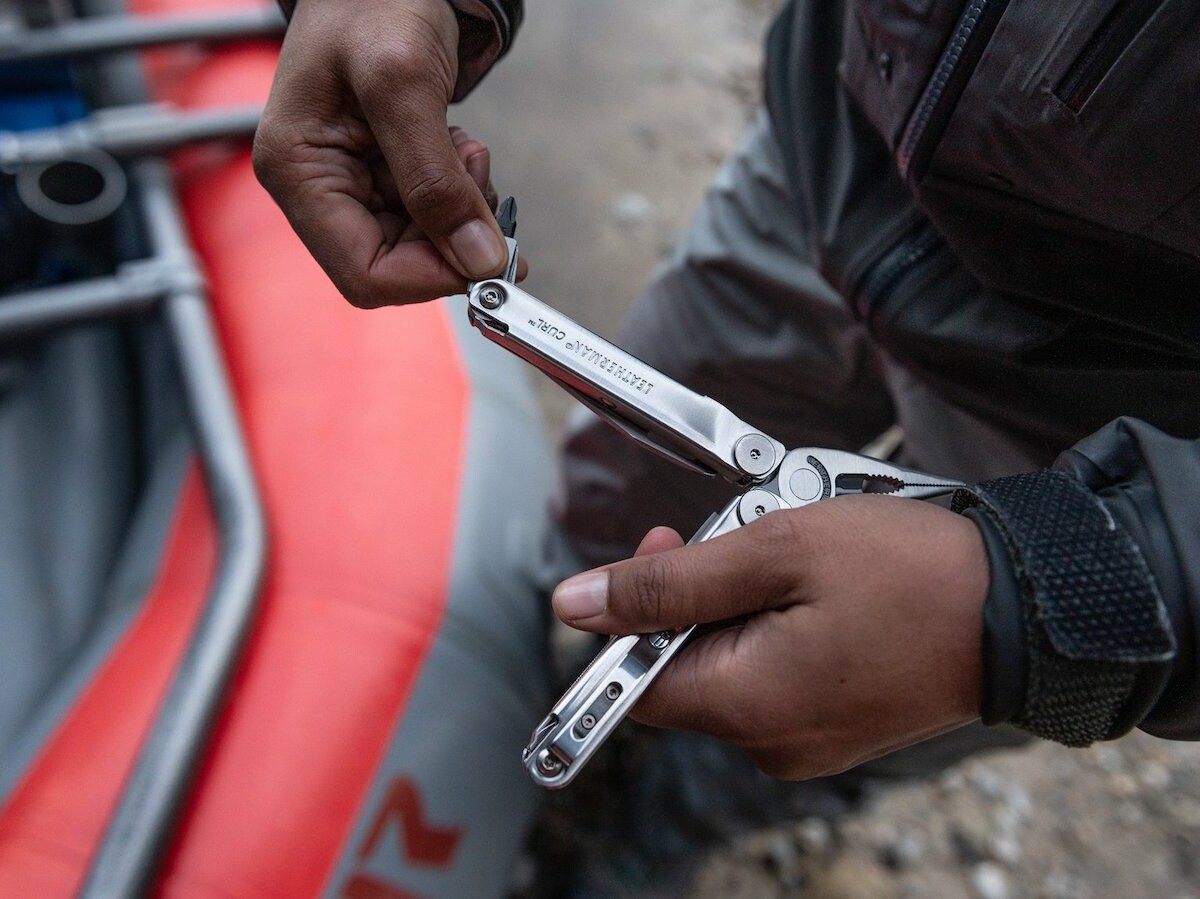 Leatherman Curl 15-in-1 multitool has spring-loaded scissors, a bit driver, & more