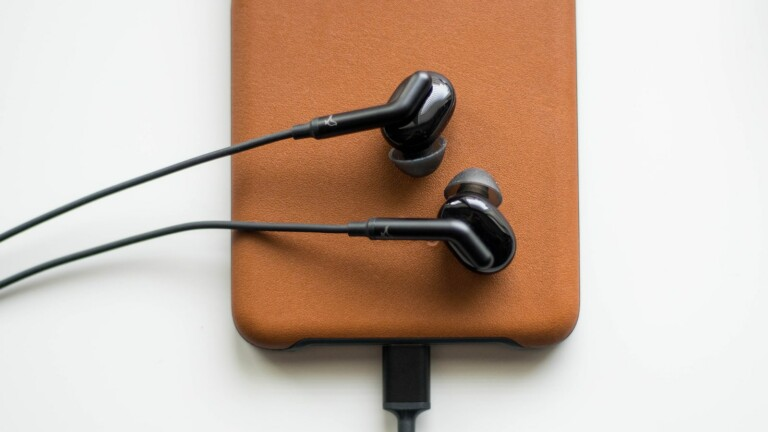 Libratone Q Adapt in-ear USB-C earphones plug into your Google phone and have great sound