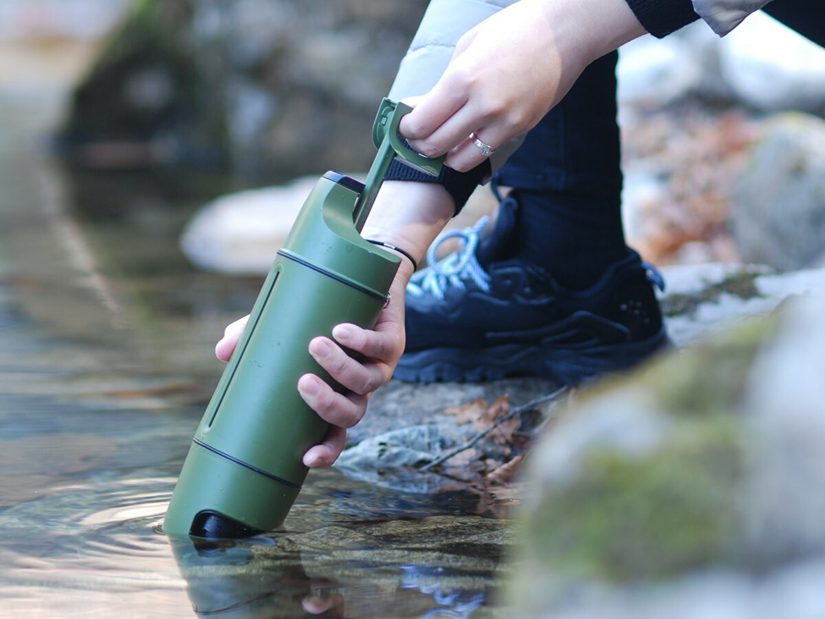 Purisoo+ water purifier bottle uses various antibacterial modular filters and an easy pump