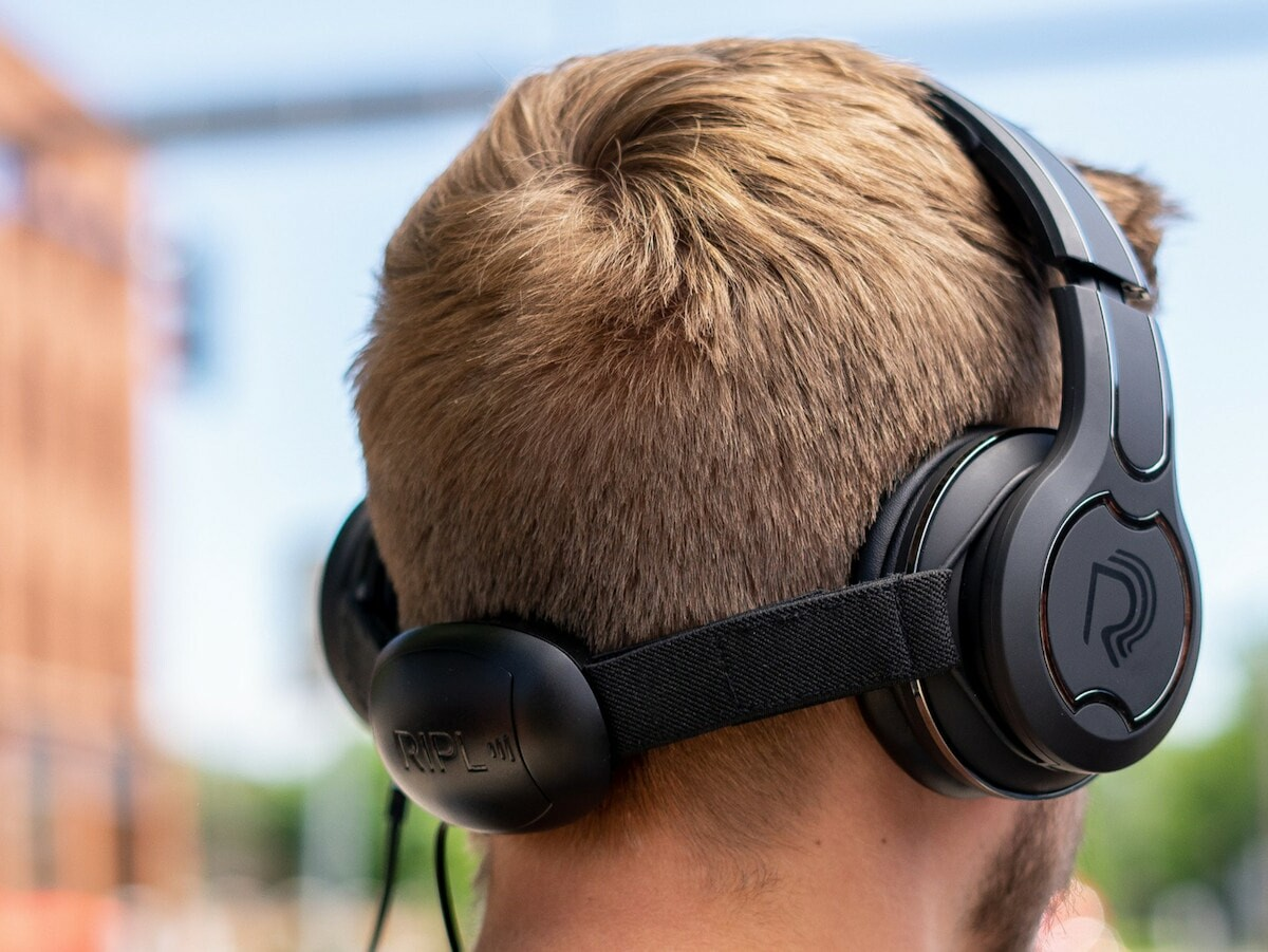 Ripl One Headphones with a subwoofer stimulate your brain with vibrations on your spine