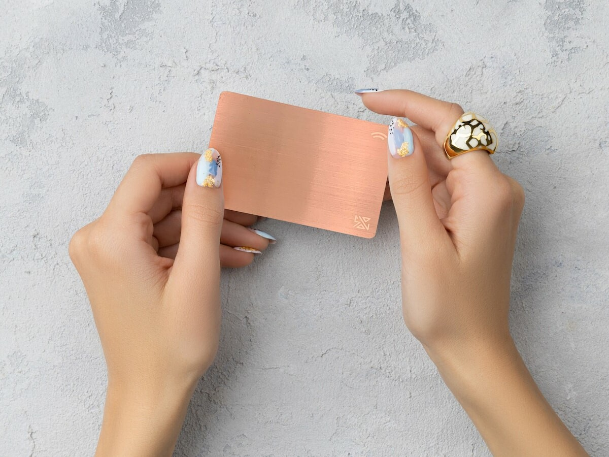 SOLO Card smart business card has an NFC Chip to share your information with a tap thumbnail