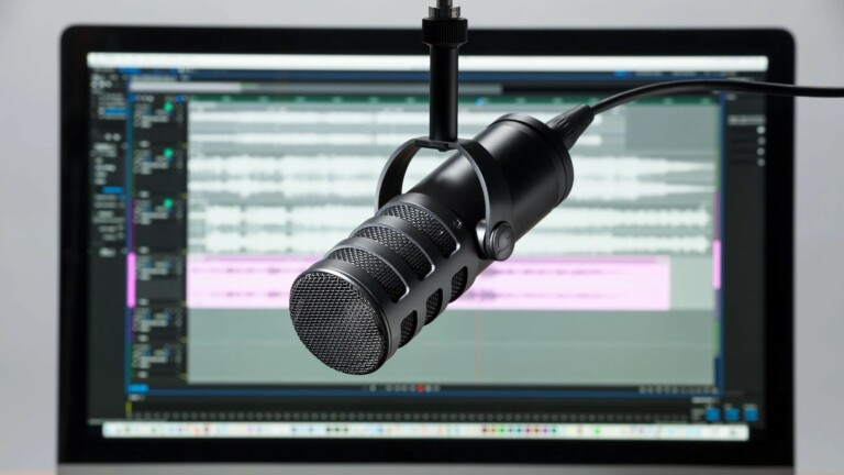 Samson Q9U Dynamic Broadcast Microphone uses a cardioid polar pattern for pro audio