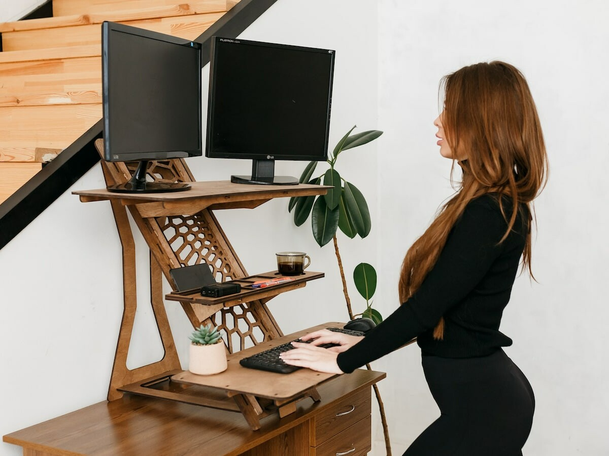 Solutions 4 life UA Modern Standing Desk has 12 shelf positions and is easy to transport