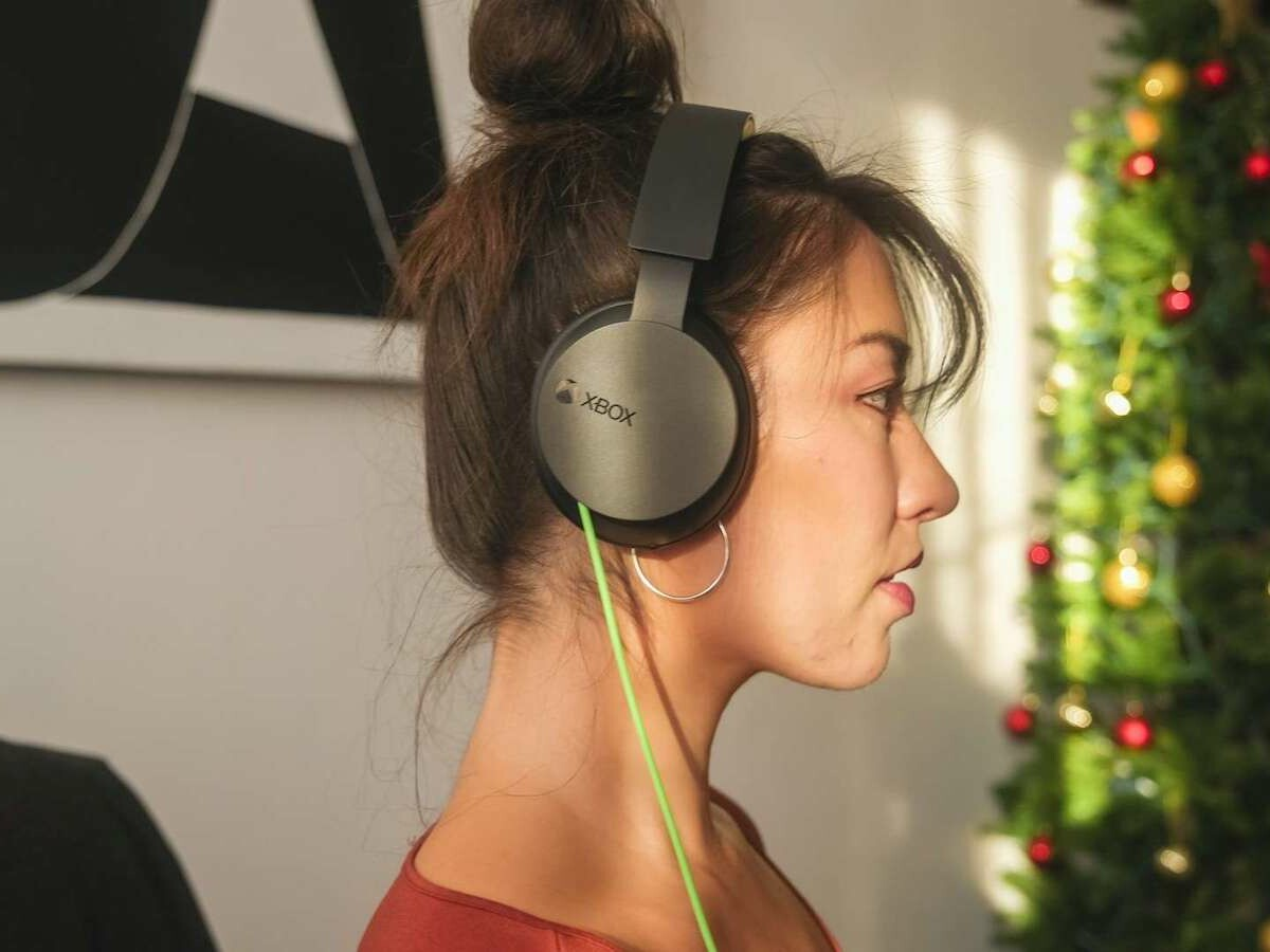Xbox Stereo Headset is lightweight and flexible and supports spatial sound technologies