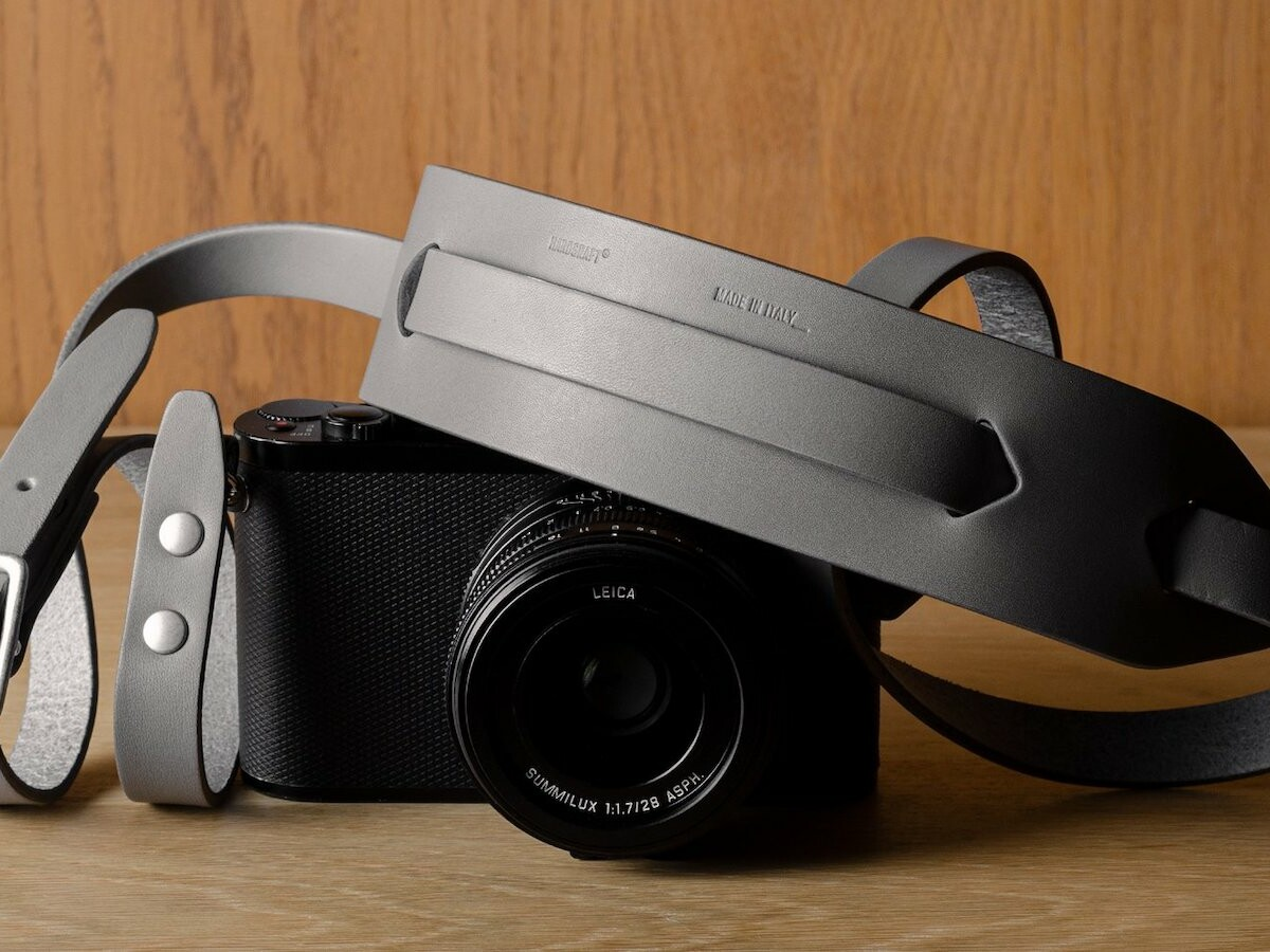 hardgraft Focus Camera Strap features sturdy belt leather and a comfortable shoulder pad