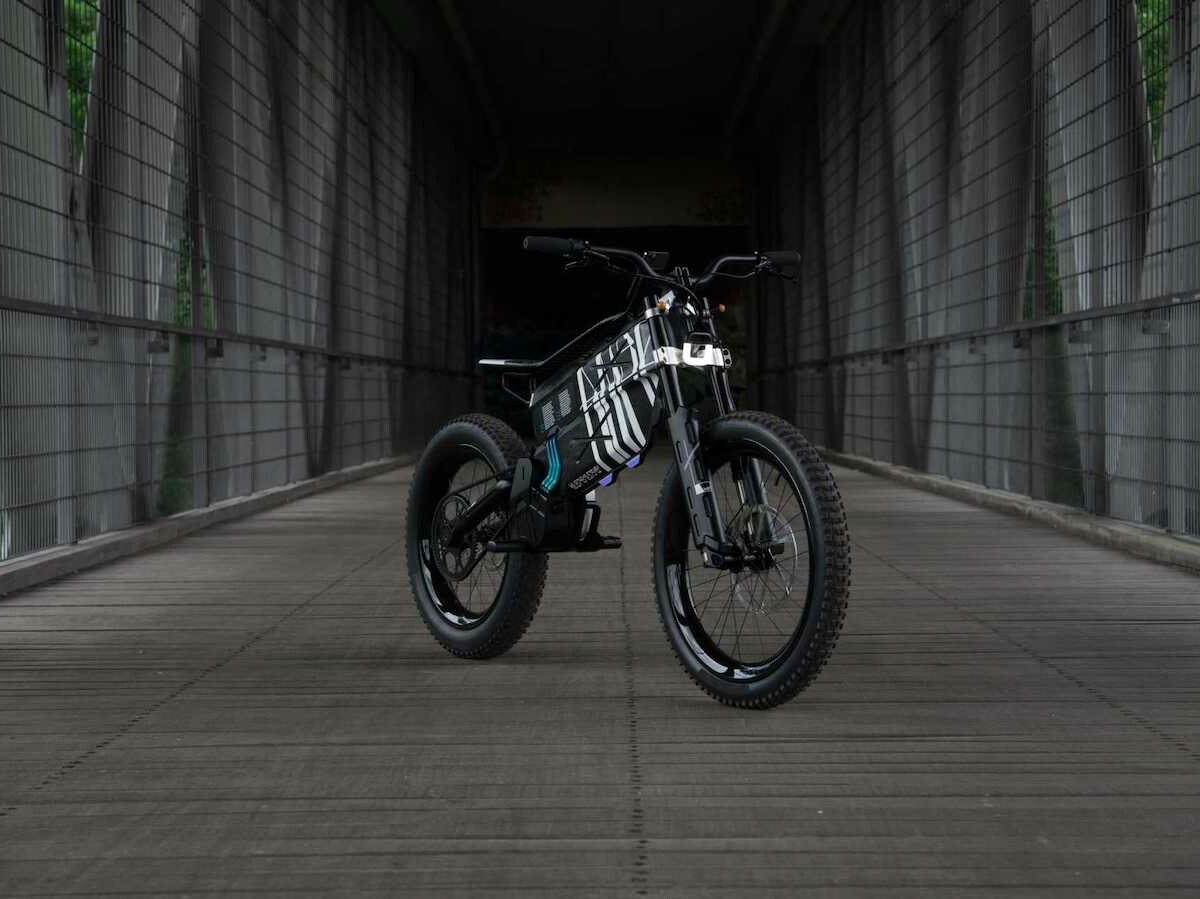 BMW Motorrad Vision AMBY concept eBike has a range of 68 miles and weighs 144 lbs