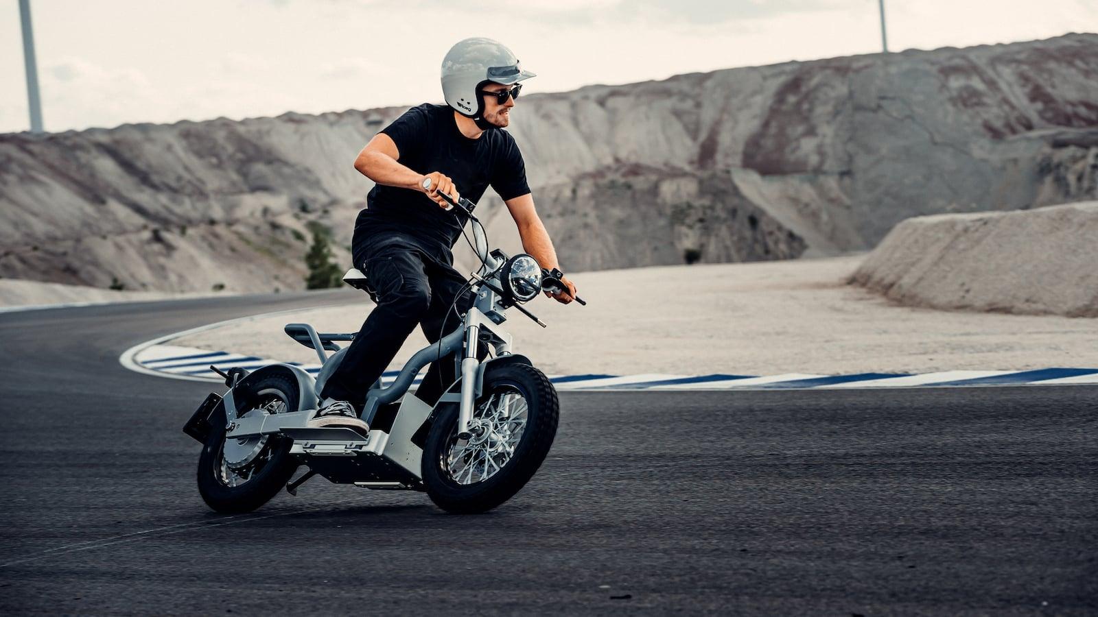 CAKE-Makka-versatile-electric-moped-collection-001.jpeg