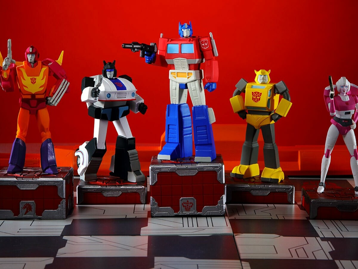 Eaglemoss Hero Collector Transformers Gen-1 Chess Set is modeled on the 1980s cartoon