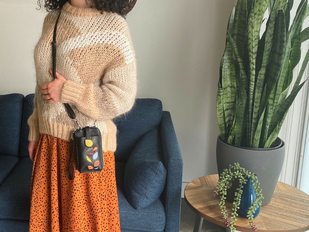 Espe Pastel Smartphone Pouch fits your phone and all of your cards with a crossbody strap