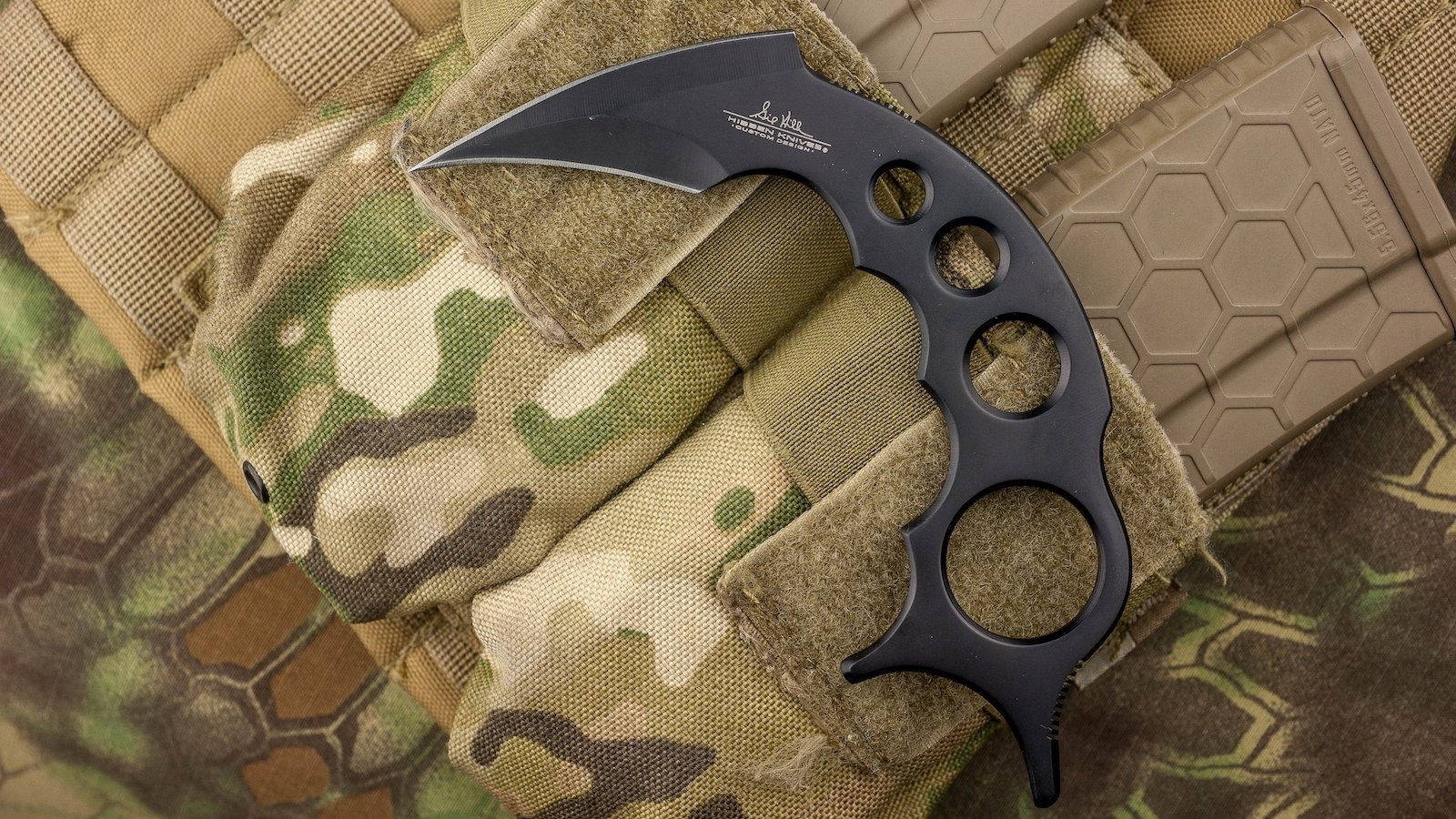 Fixed blade Karambit knife is solidly durable and offers fantastic reliability