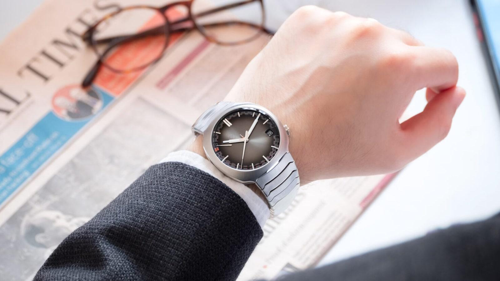 H-Moser-Cie-Streamliner-Perpetual-Calendar-steel-watch-01.jpeg