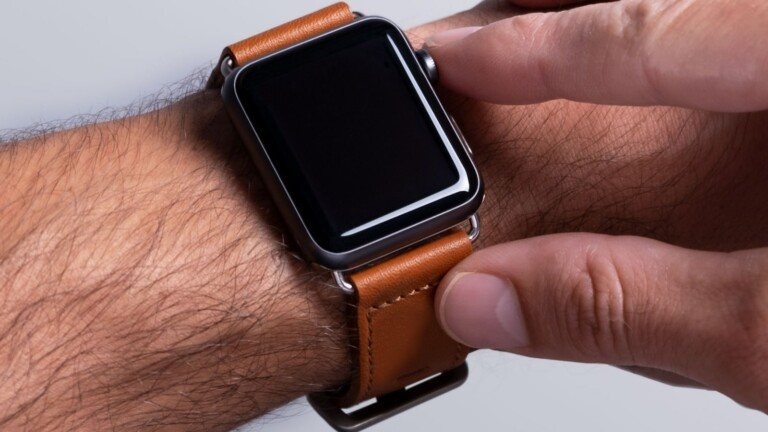 Harber London Modern Apple Watch Strap features an adjustable length and durable leather
