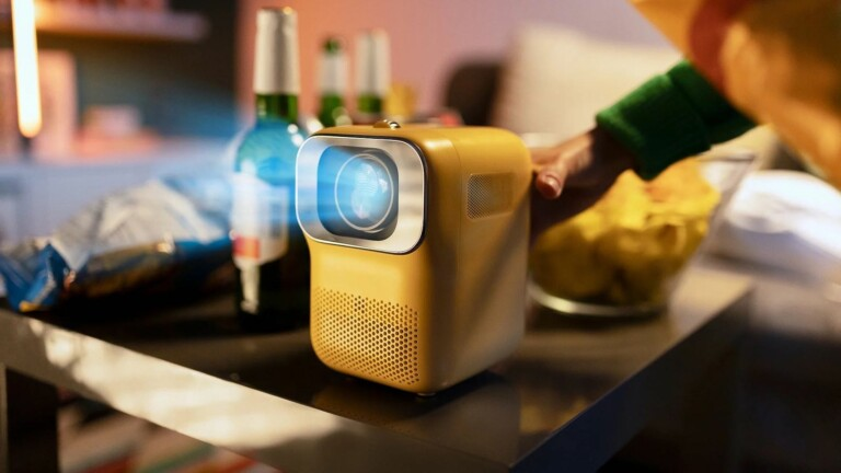 Heyup Boxe portable 1080p mini smart projector can cast from iOS and Android devices
