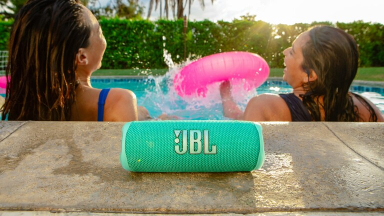 JBL Flip 6 portable speaker features a separate tweeter and dual passive radiators