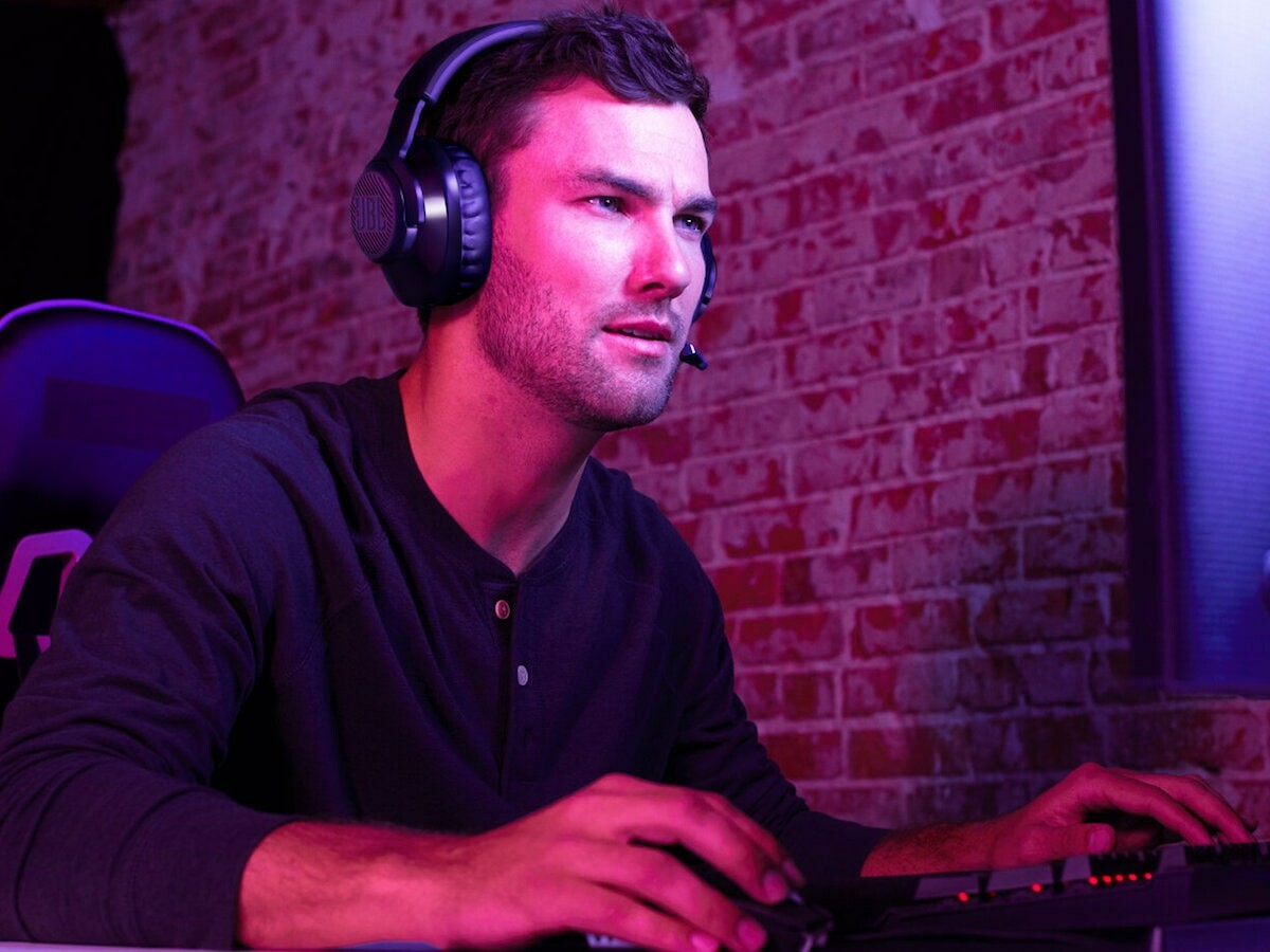 JBL Quantum 350 Wireless gaming headset has a directional voice-focus boom microphone thumbnail