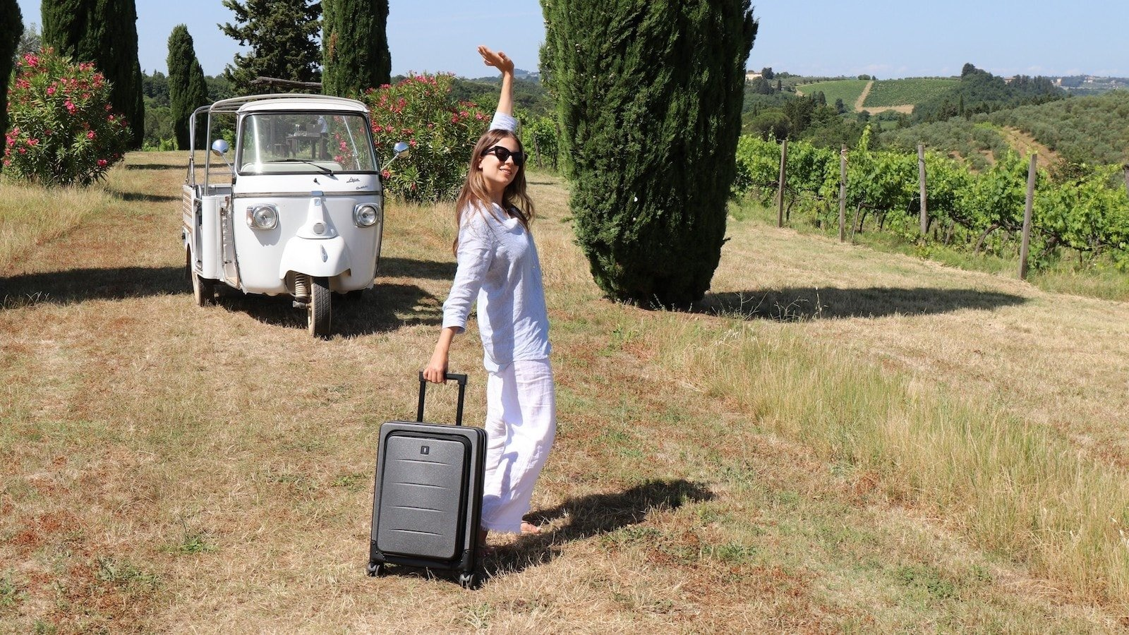 This folding suitcase saves you space with a sustainable design