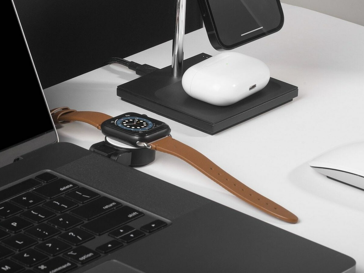 Native Union Apple Watch Puck charges up to 5 watts and includes a foldable hinge