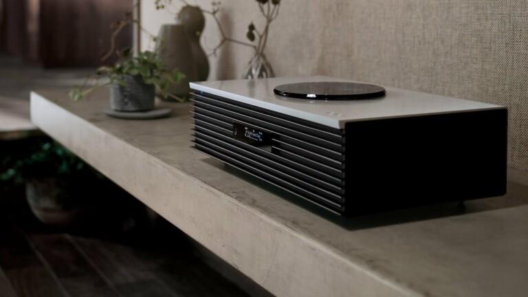 Panasonic Technics OTTAVA f SC-C70 music system has a full range of playback options