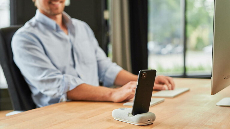 Rayz Rally Pro portable speaker & phone stand turns your phone into a conferencing device
