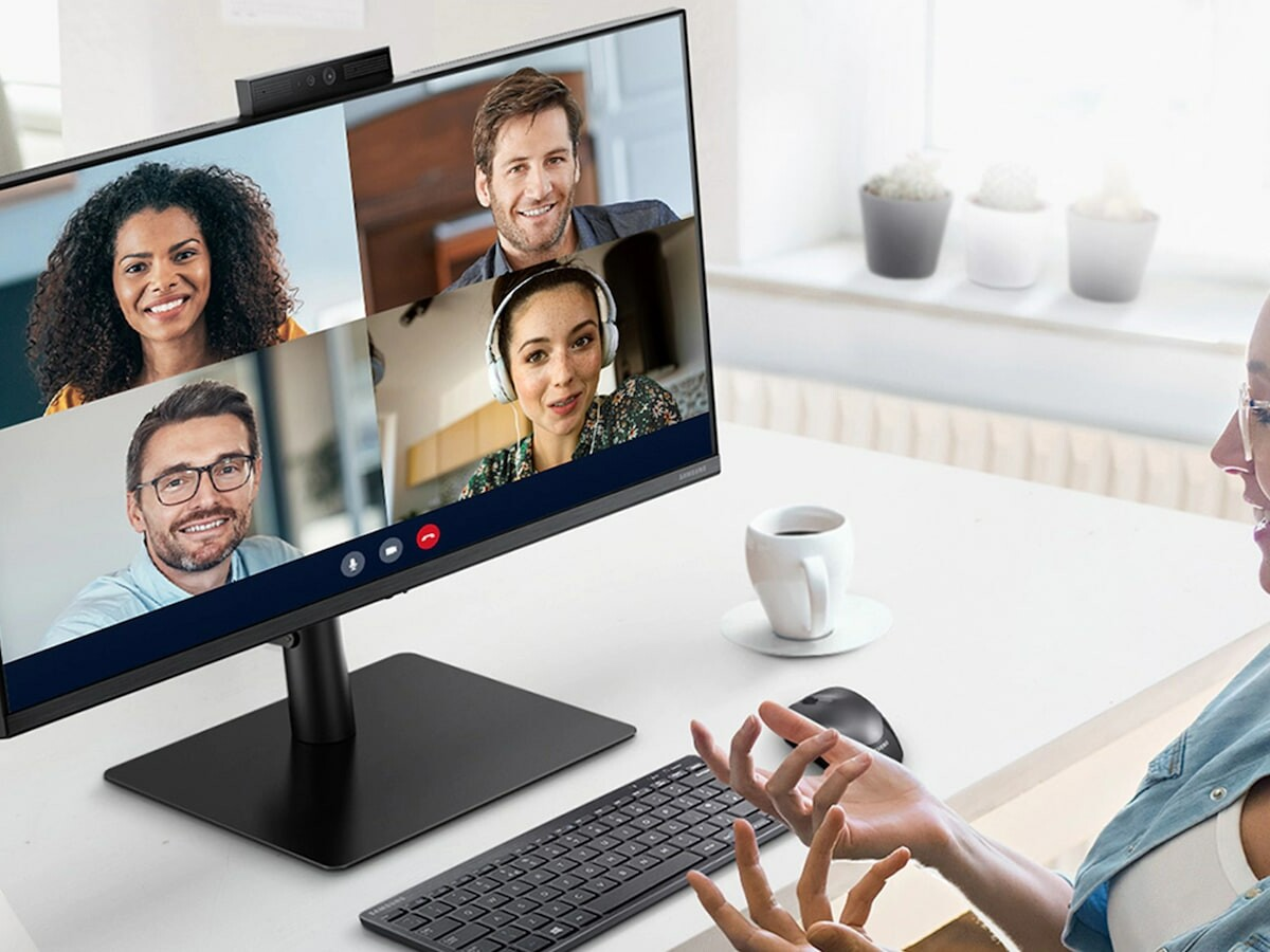Samsung Webcam Monitor S4 includes a built-in webcam, 2 speakers, and a microphone