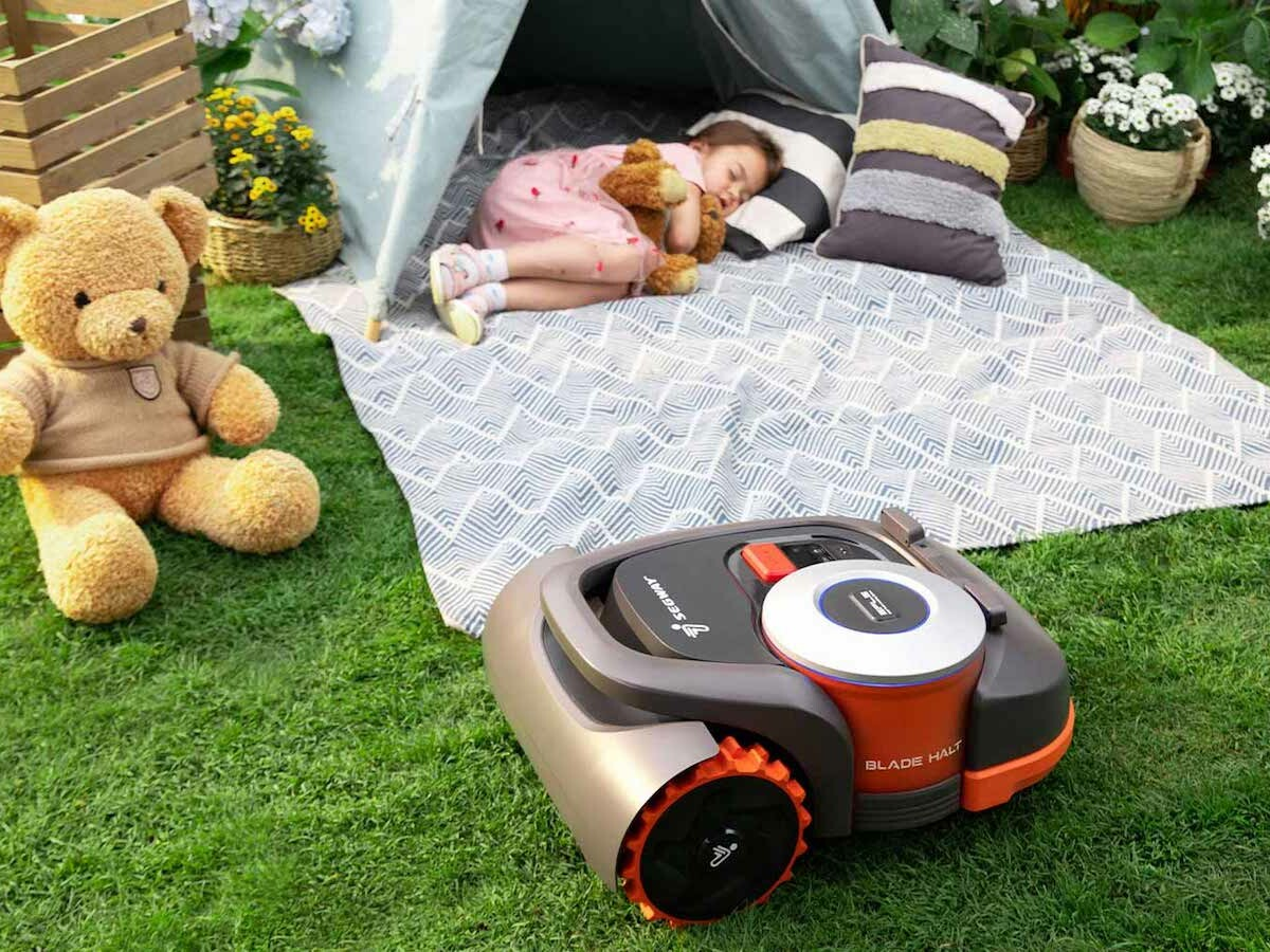 Segway Navimow automatic robotic mower eliminates the need for complex perimeter wiring thumbnail