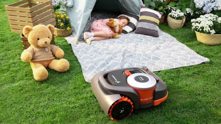 Segway Navimow automatic robotic mower eliminates the need for complex perimeter wiring