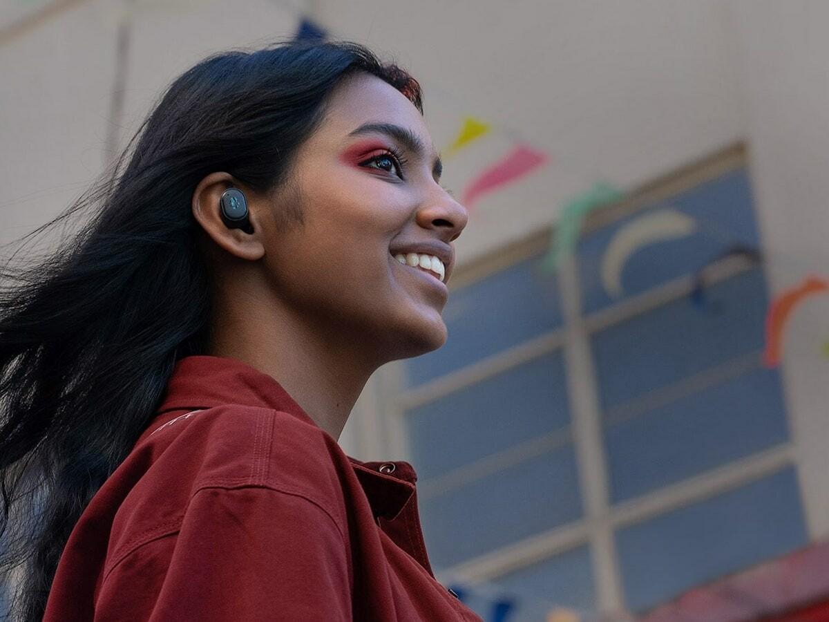 Skullcandy Grind Fuel True Wireless Earbuds feature Skull-iQ Smart Feature technology