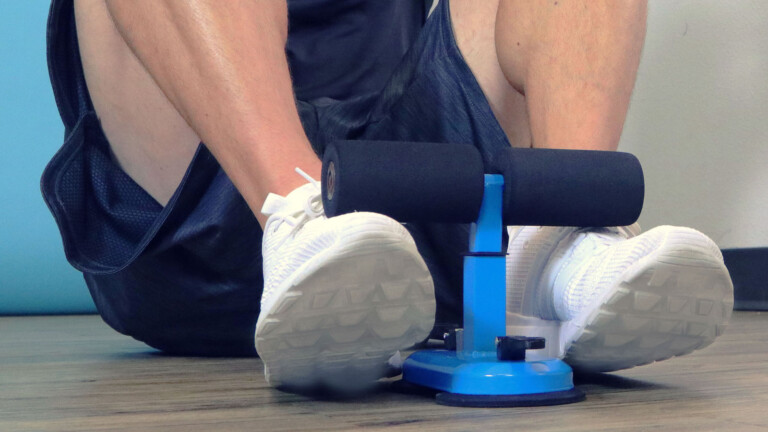 Superhero Body Portable Sit-Up Bar trains your abs and helps you maintain great results