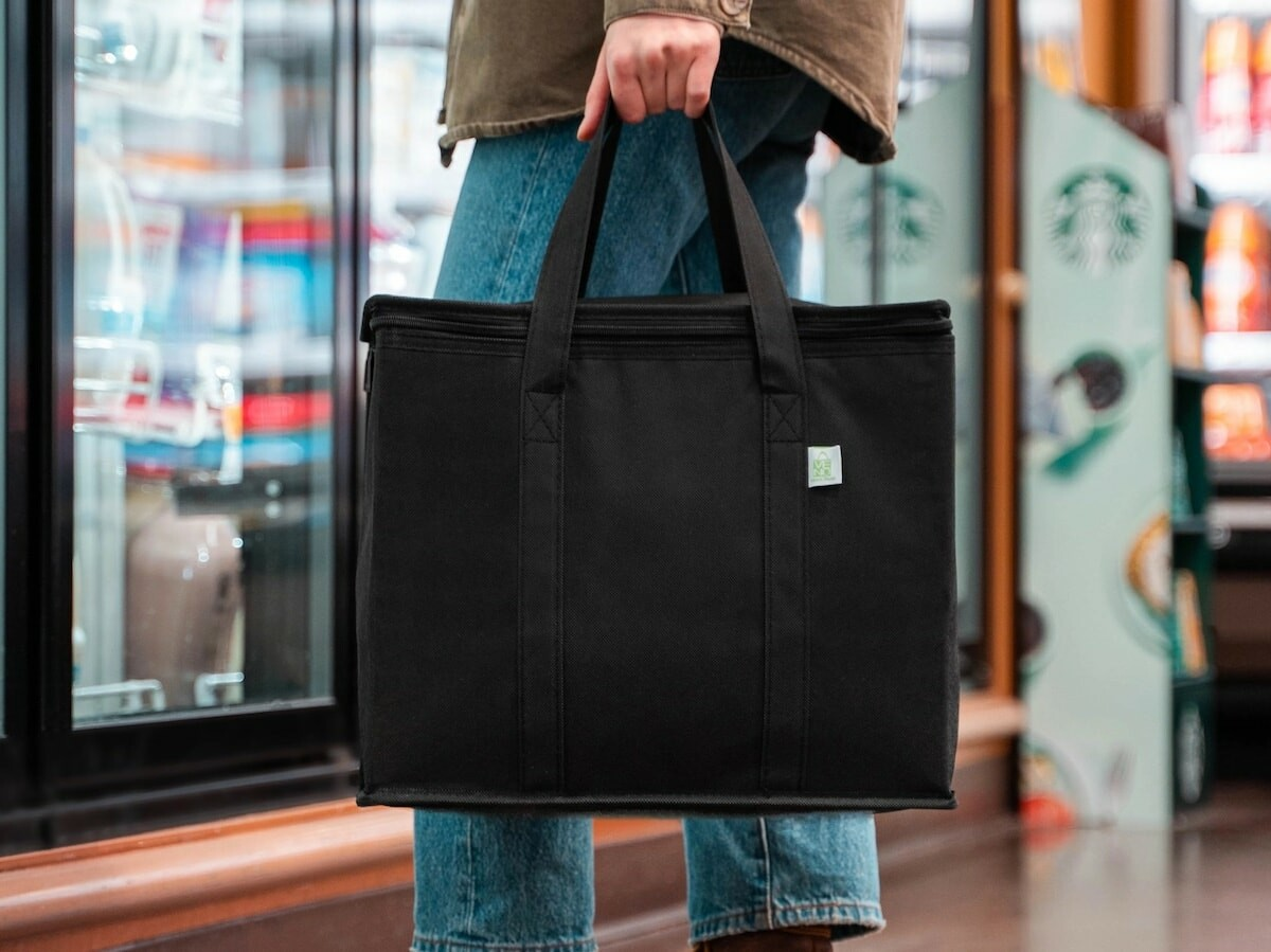 VENO Insulated Reusable Grocery Bag has a heavy-duty design that can hold up to 45 pounds thumbnail