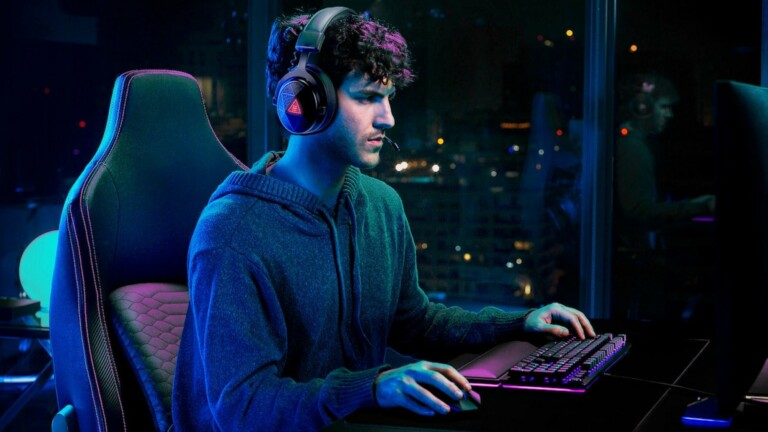 This wireless gaming music headset features a 50 mm driver and ENC technology