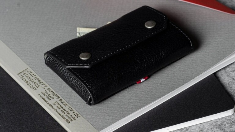 hardgraft Small Brick Card Case stores 12+ cards and banknotes and has a leather exterior
