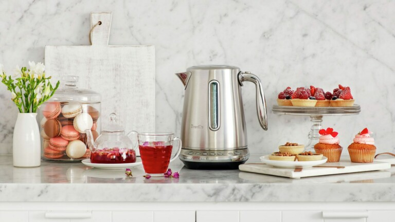 Breville Smart Kettle Luxe has 5 temperature settings & a lid that releases steam