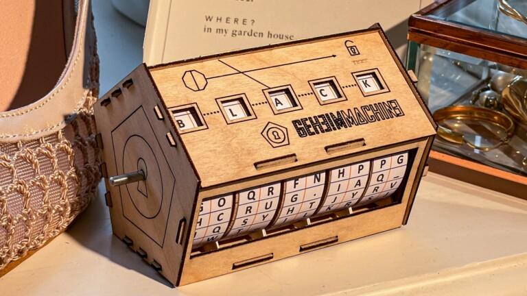 GeheimMachine cipher machine toy teaches ciphering & encryption basics in a hands-on way