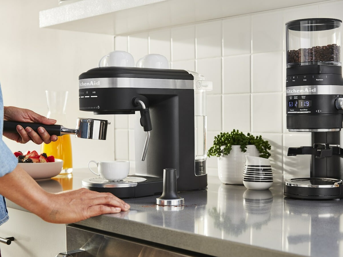 KitchenAid Semi-Automatic Espresso Machine has a 15-bar Italian pump for rich, thick crema