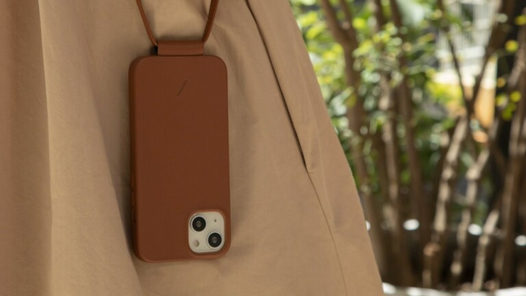 Native Union CLIC Classic & Leather Sling for iPhone 13 Series can be worn 2 ways