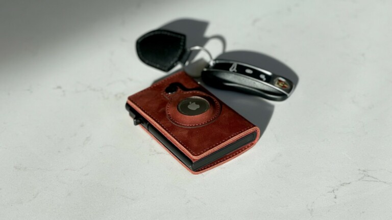 Parvus Apple AirTag Slim RFID Wallet has an open slot for your AirTag to fit perfectly