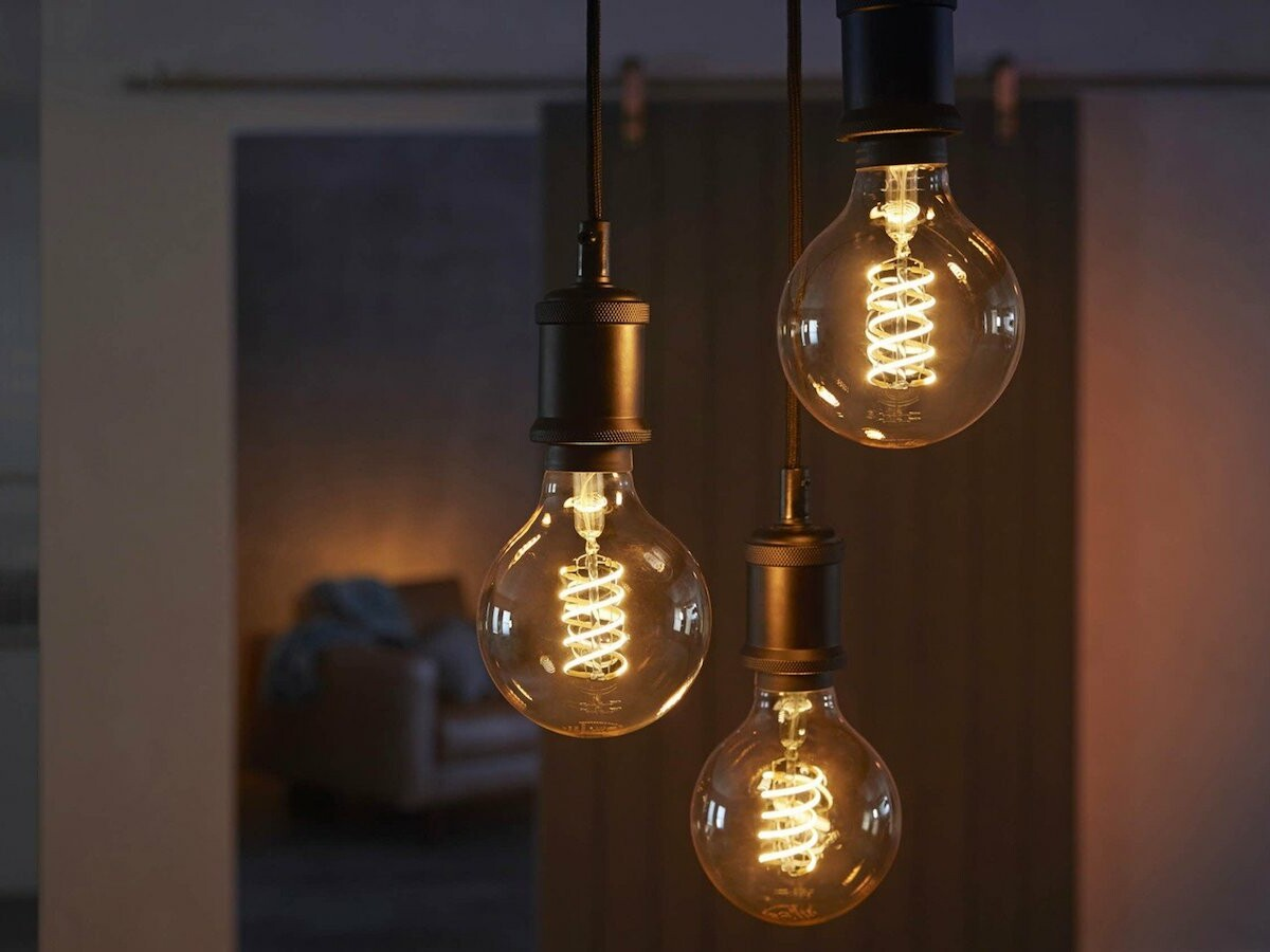 Philips Hue Filament Smart Bulbs feature various light settings and voice assistants