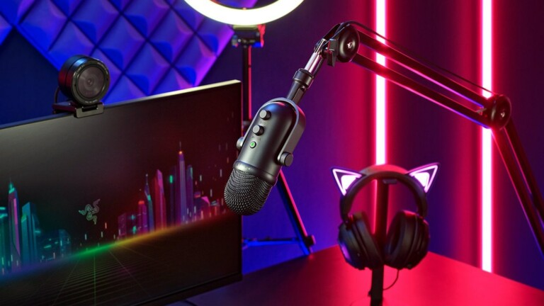 Razer Seiren V2 Pro microphone for streamers stops voice distortion & dampens vibrations
