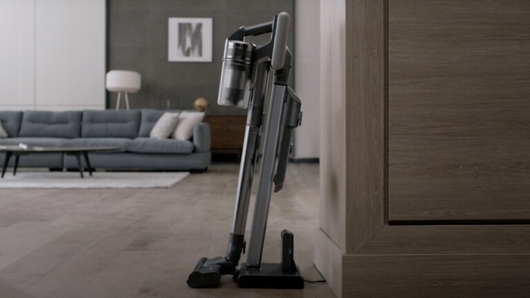Samsung Jet Stick 90 vacuum has a 180-degree swivel head and a 5-layer filtration system